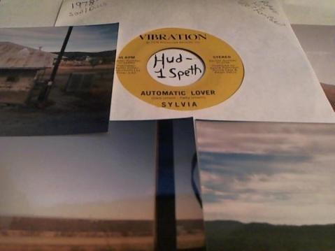Hud-2 vinyl photos 900
