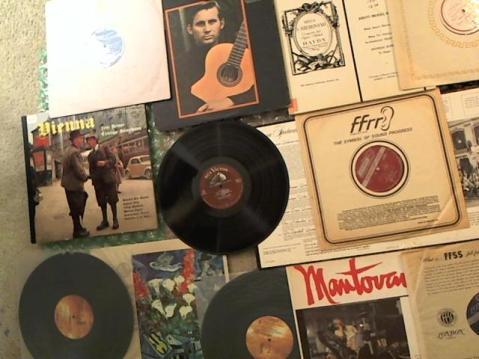 Hud-2 vinyl photos 3704